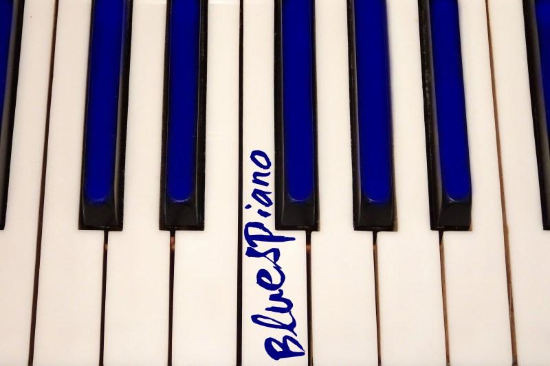Blues am Klavier spielen