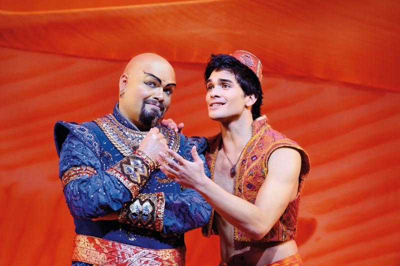 Disneys Aladdin im Stage Theater Neue Flora Hamburg: Dschinni und Aladdin