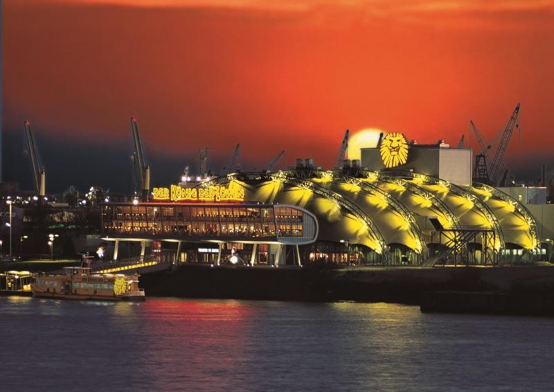 Musicaltheater König der Löwen im Hamburger Hafen: Anfahrt mit der Fähre