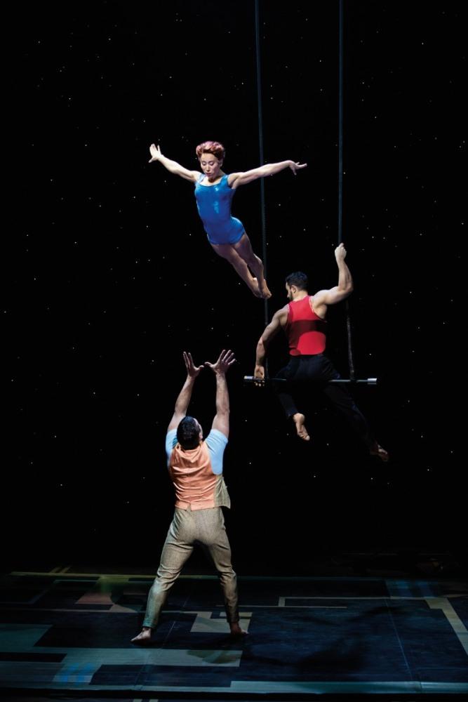 Musical Paramour Review: Spektakuläre Akrobatik des Cirque du Soleil