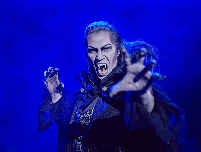 Erfahrungsbericht: Vampir Graf von Krolock im schaurig-schönen Musical Tanz der Vampire.
