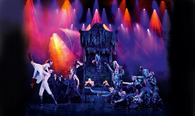 Kritik Musical Tanz der Vampire: Rockige Tanzszene mit den roten Stiefeln