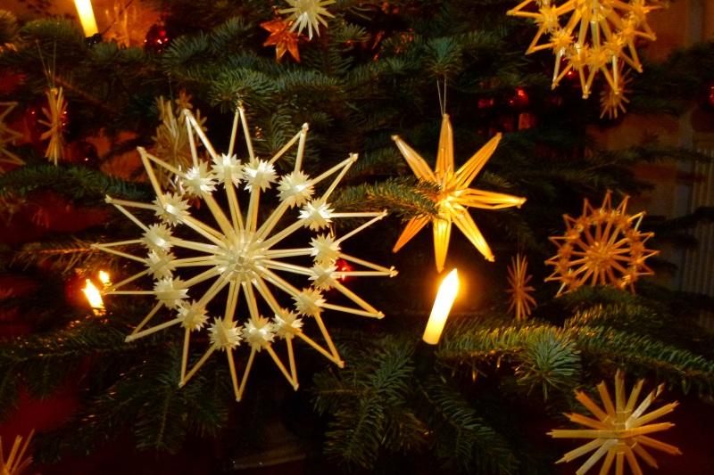 Weihnachtslieder in der Weihnachtszeit spielen und individuell gestalten.
