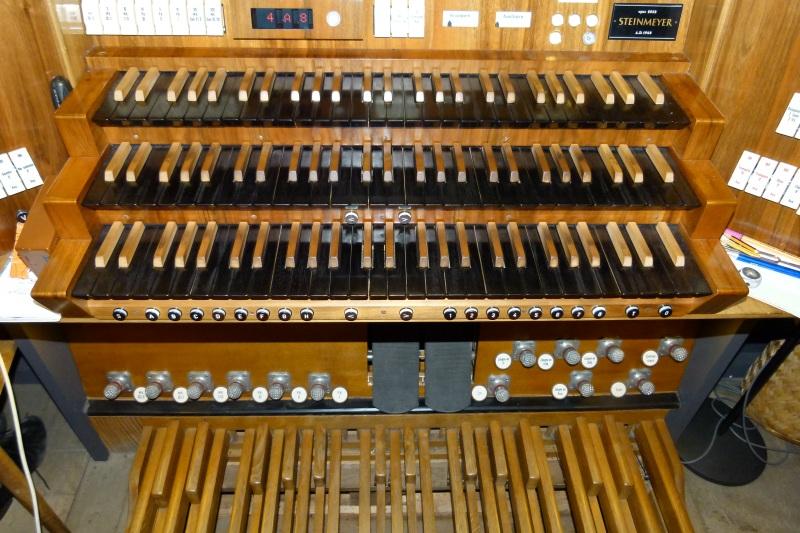 Das Spielen einer Orgel ist eine große koordinative Leistung.