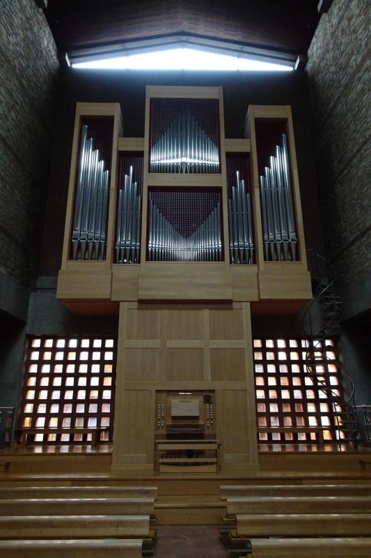 Pfeifenorgel in einer Kirche lernen.
