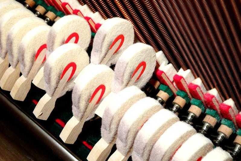 klavier-haemmer-saiten-tonerzeugung