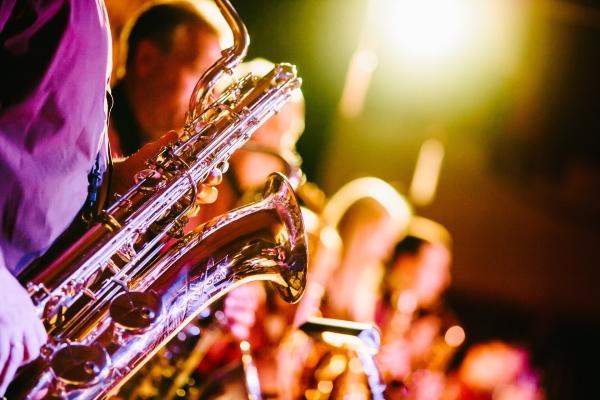 Saxophone in einer Bigband: Gefällt dir der Sound?